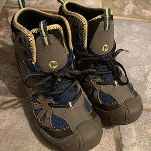 Merrell Hiking Boots Boys (5) Capra